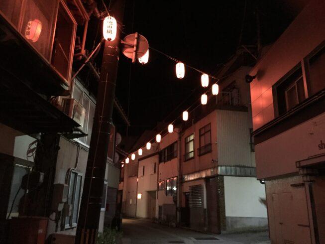 夜の街 観音町のぼんぼり(4月)